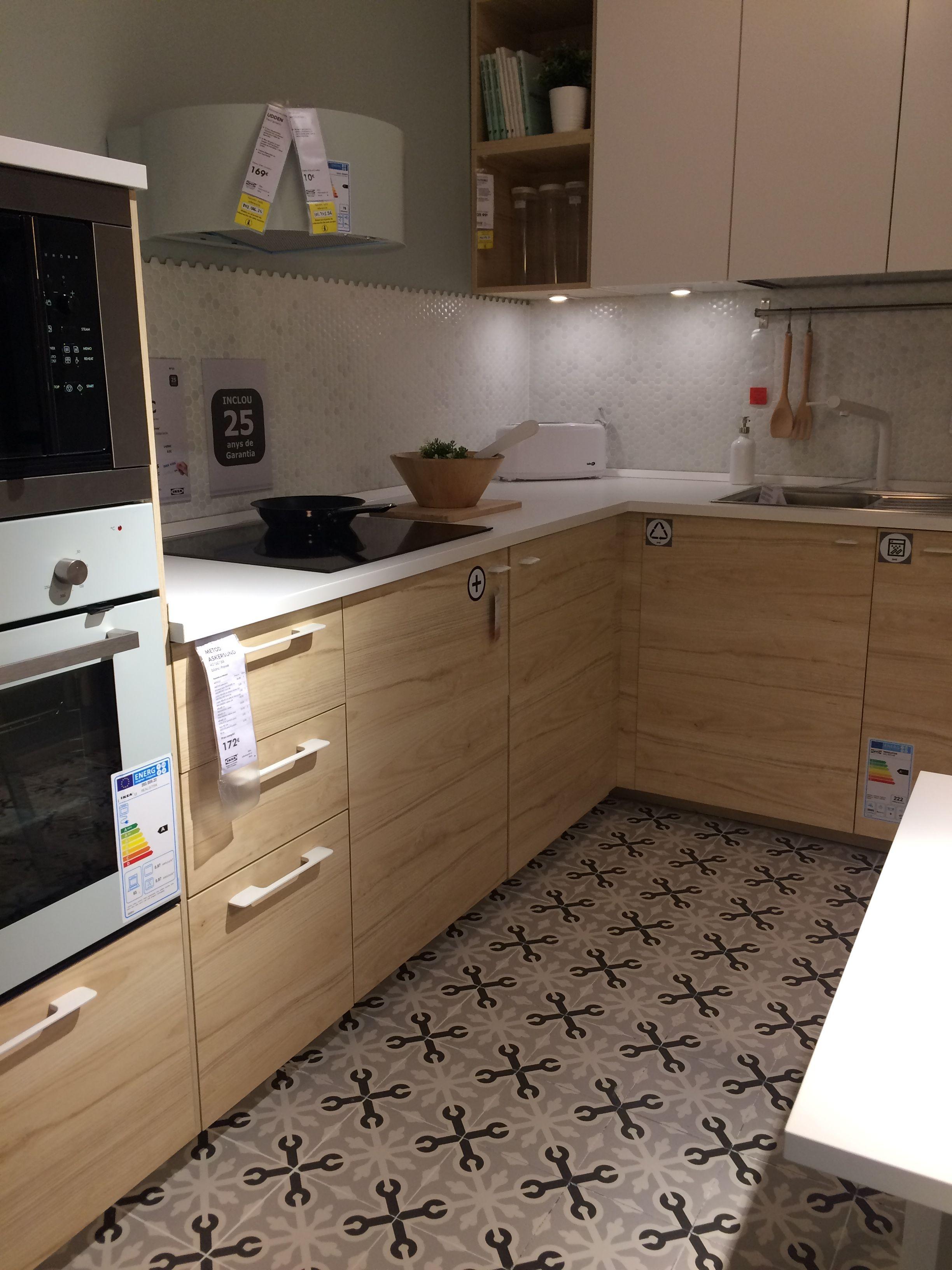 Kuchnia Drewniane Fronty Vives Na Podlodze Wzor Cuisine Ikea Ceramique Cuisine Idee Cuisine
