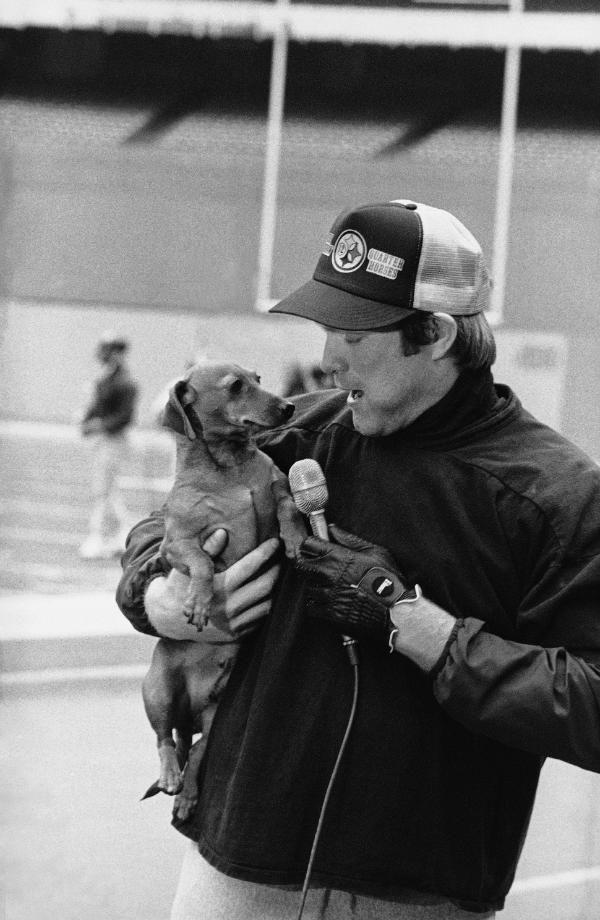 Terry Bradshaw Interviews His Pet Dachschund 1979 Ap Photo