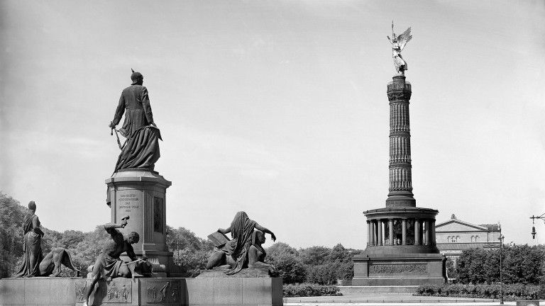 Der Konigsplatz Vor Dem Reichstsg 1921 Damals Noch Mit Bismarckdenkmal Und Siegessaule Foto Otto Hagemann Hagemann Siegessaule Berlin Berlin Berlin Bilder