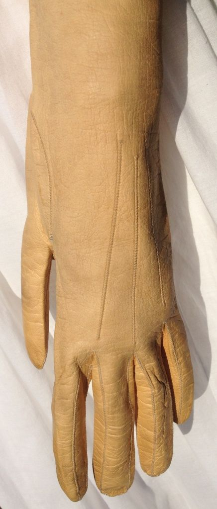 c1810 French kid leather buff-coloured long gloves.