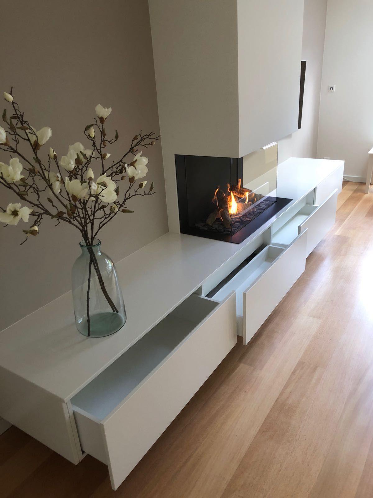 Dru Maestro 80 3 Met Een Zwevende Kast Met Schuiflades In 2020 Haus Wohnzimmer Kamin Wohnzimmer Wohnzimmerentwurfe