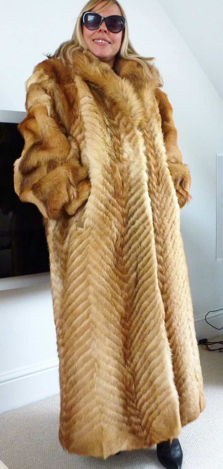 Real Fur Coat Fit UK 16-18-20 size XL Coyote designers red coyote ...