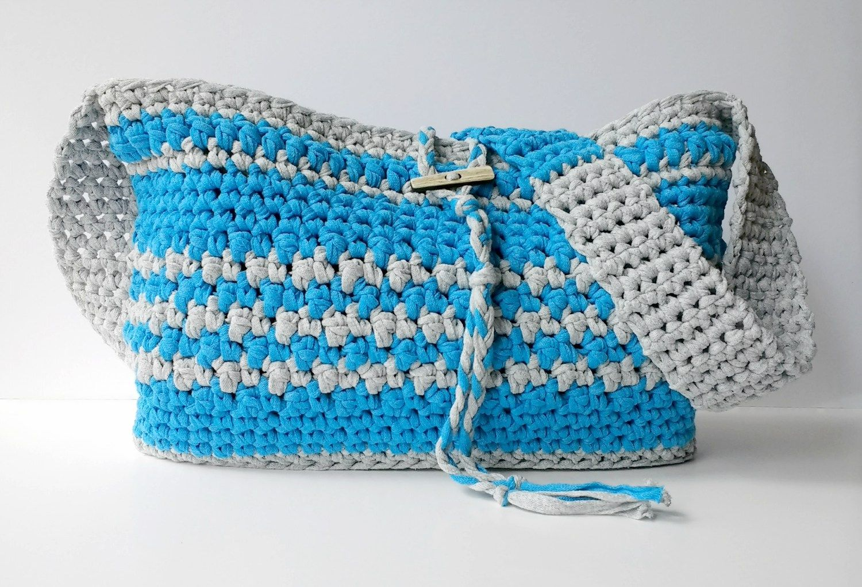 Boardwalk Crossbody Bag - Free pattern using Lion Brand Fast Track Yarn