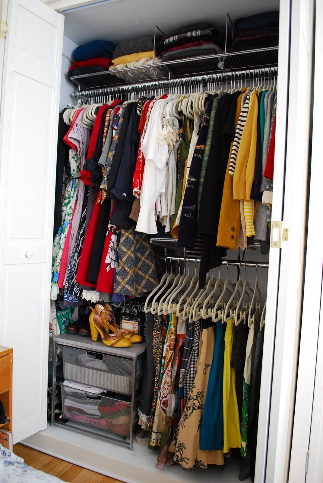 Elfa closet maximizing every inch of vertical space the shelf