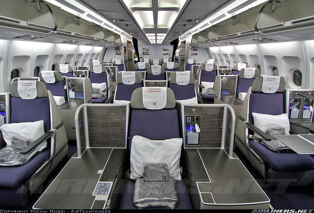 Photos airbus a330 301 aircraft pictures for Interior zaventem
