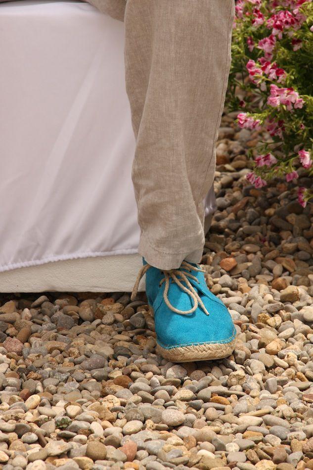 zapatos azules para el novio - boda hipster rural en girona
