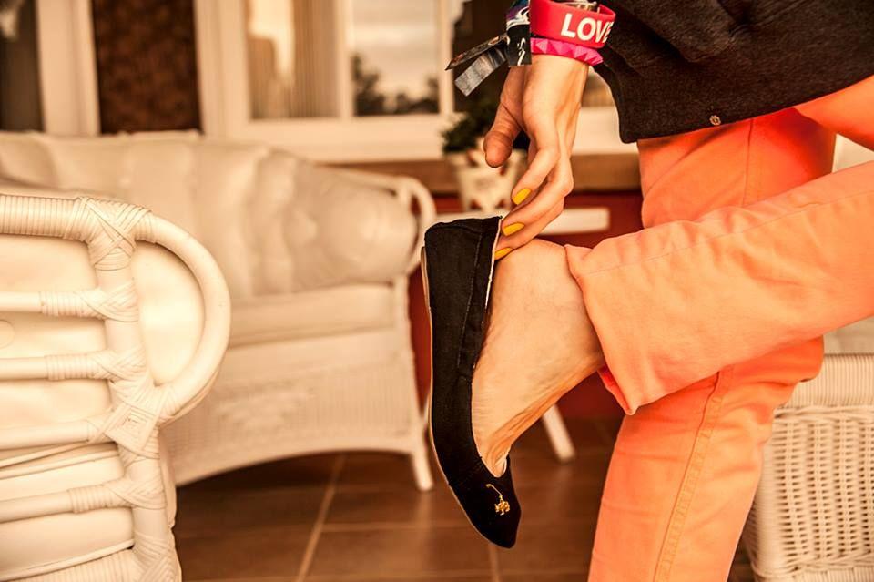 As sapatilhas são cheias de personalidade, perfeitas para as mulheres modernas e atentas aos mínimos detalhes.