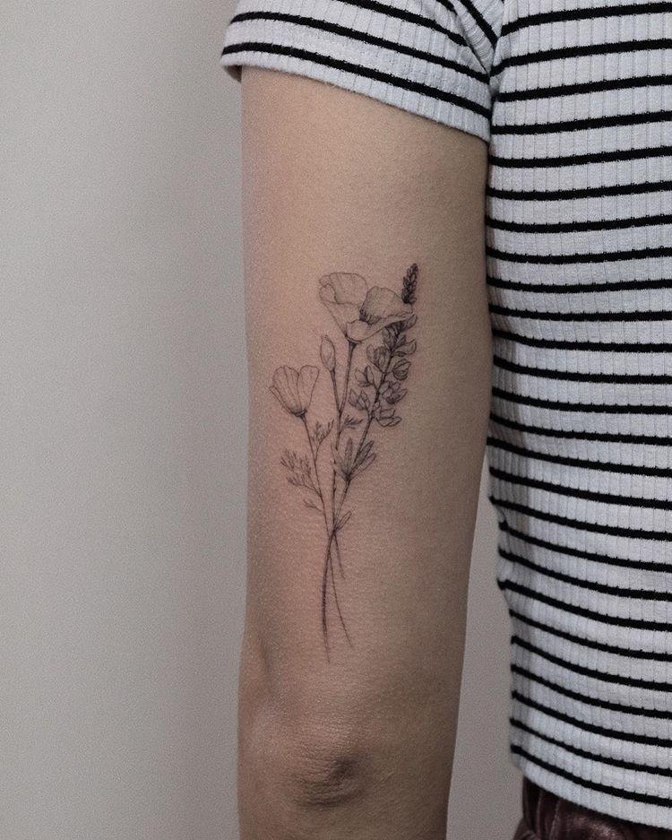Pin Von Alison Sendler Auf Tattoo In 2020 Blumen Tattoo Schulter