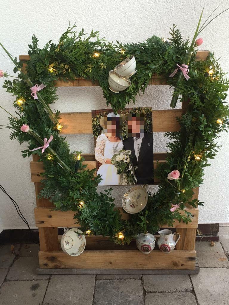 Porzellanhochzeit Herz Aus Kleiderbugeln Und Gemischtem Grun Zum 20 Hochzeitstag Hochzeitstag Geschenk 20 Hochzeitstag Porzellanhochzeit