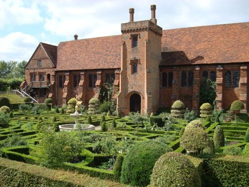 Hatfield The Old Palace and Knot Garden