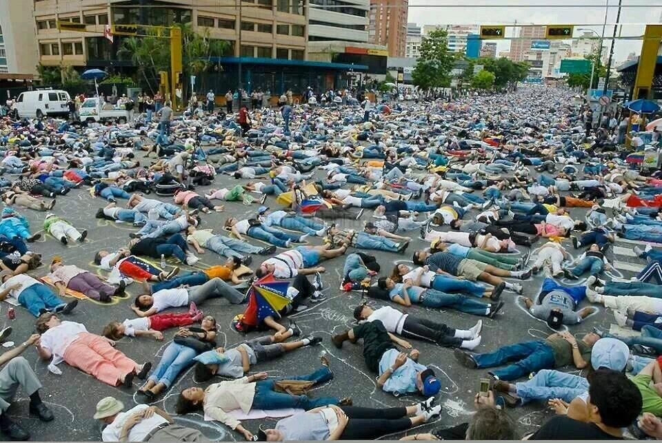 #SOSVzla!  #Venezuela, vaya foto poderosa!!! pic.twitter.com/WDs57RYVXA vía @DomingoBacalao