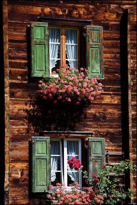 crescentmoon06 Typical swiss windows By Vincent Bourrut pencere