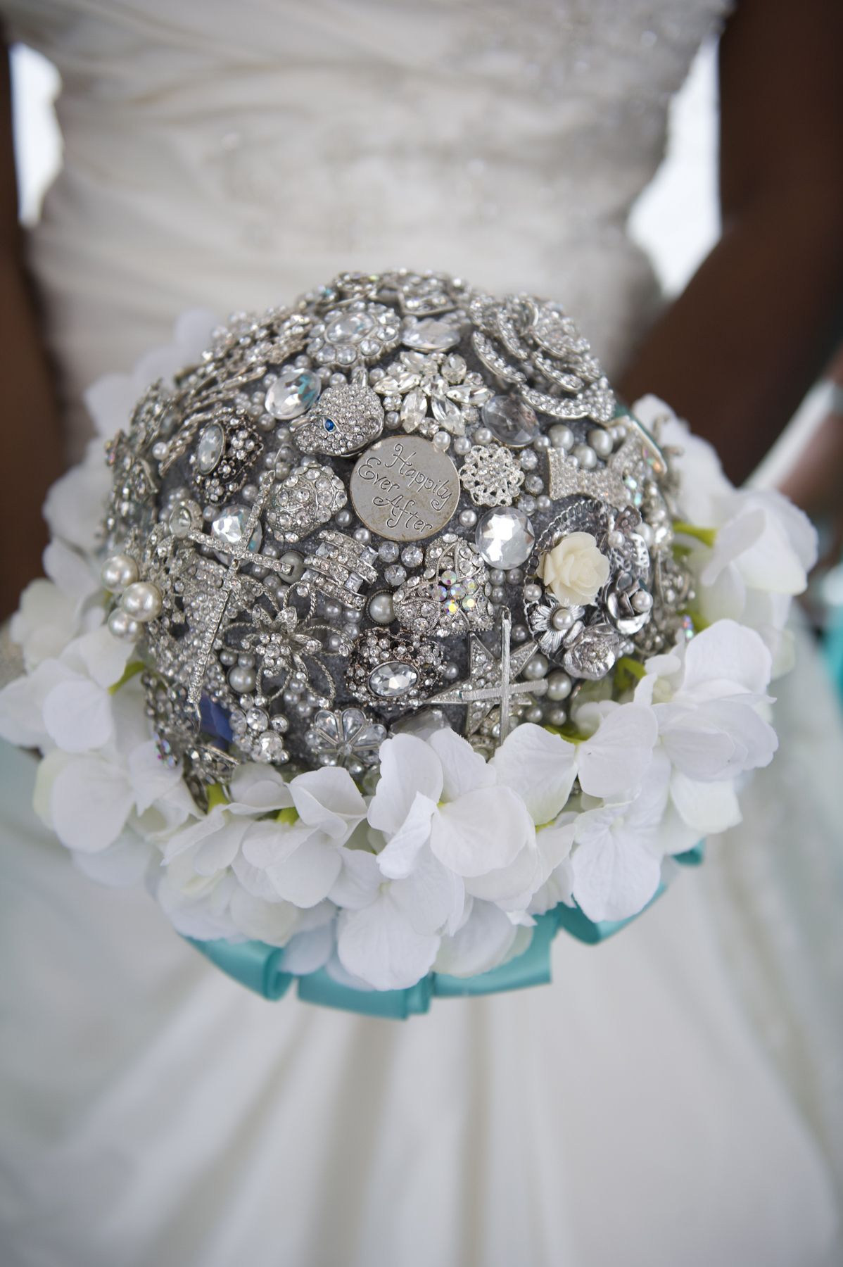 DIY brooch bouquet!!!! So simple once you get the hang of