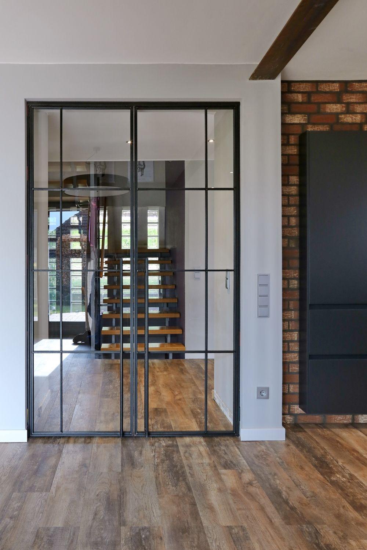die Filigrane Doppelflügel Tür im Industrie Look   Geschäfts  und ...