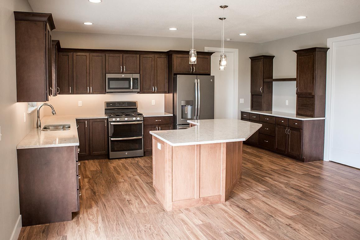 Laminate Flooring With Maple Cabinets Laminate Flooring