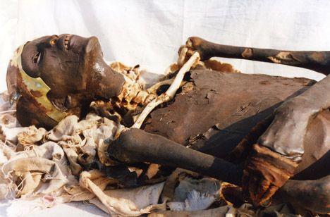 :::: ☼ ☾ PINTEREST.COM christiancross :::: mummy of Tutankhamun