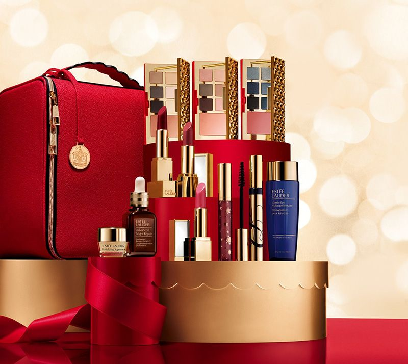 Estee Lauder Blockbuster Holiday 2018 Beauty Trends And Latest Makeup Collections Chic Profile Christmas Gift Sets Estee Lauder Gift Set Holiday Gift Sets
