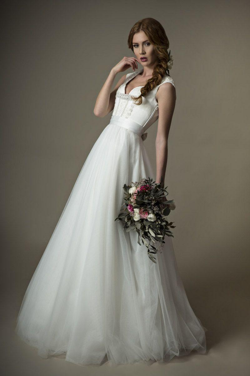 langes Brautdirndl Ella aus der aktuellen Kollektion www