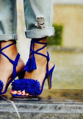 de7145649ad3b Sandalias de tacón con cordones en color azul klein con flecos. Compra  online tus zapatos baratos de calidad en nuestra tienda. Envíos a  contrarembolso