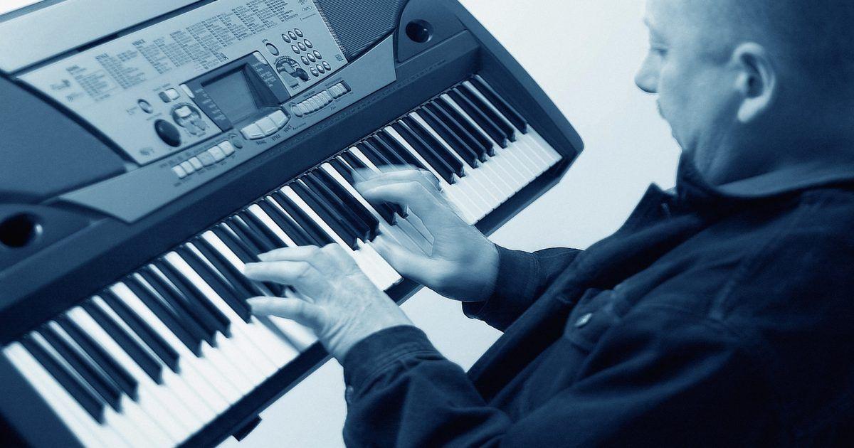 Especificaciones del Korg Triton . Korg lanzó el teclado original Triton en 1999. El mismo reemplazó al modelo Trinity de la compañía. Está disponible en tres versiones: el Classic con 61 teclas; el pro, que cuenta con una plataforma de 76 teclas; y el proX, que cuenta con 88 teclas ponderadas, al igual que un piano estándar. La línea Triton ofrece muchas mejoras respecto a su ...