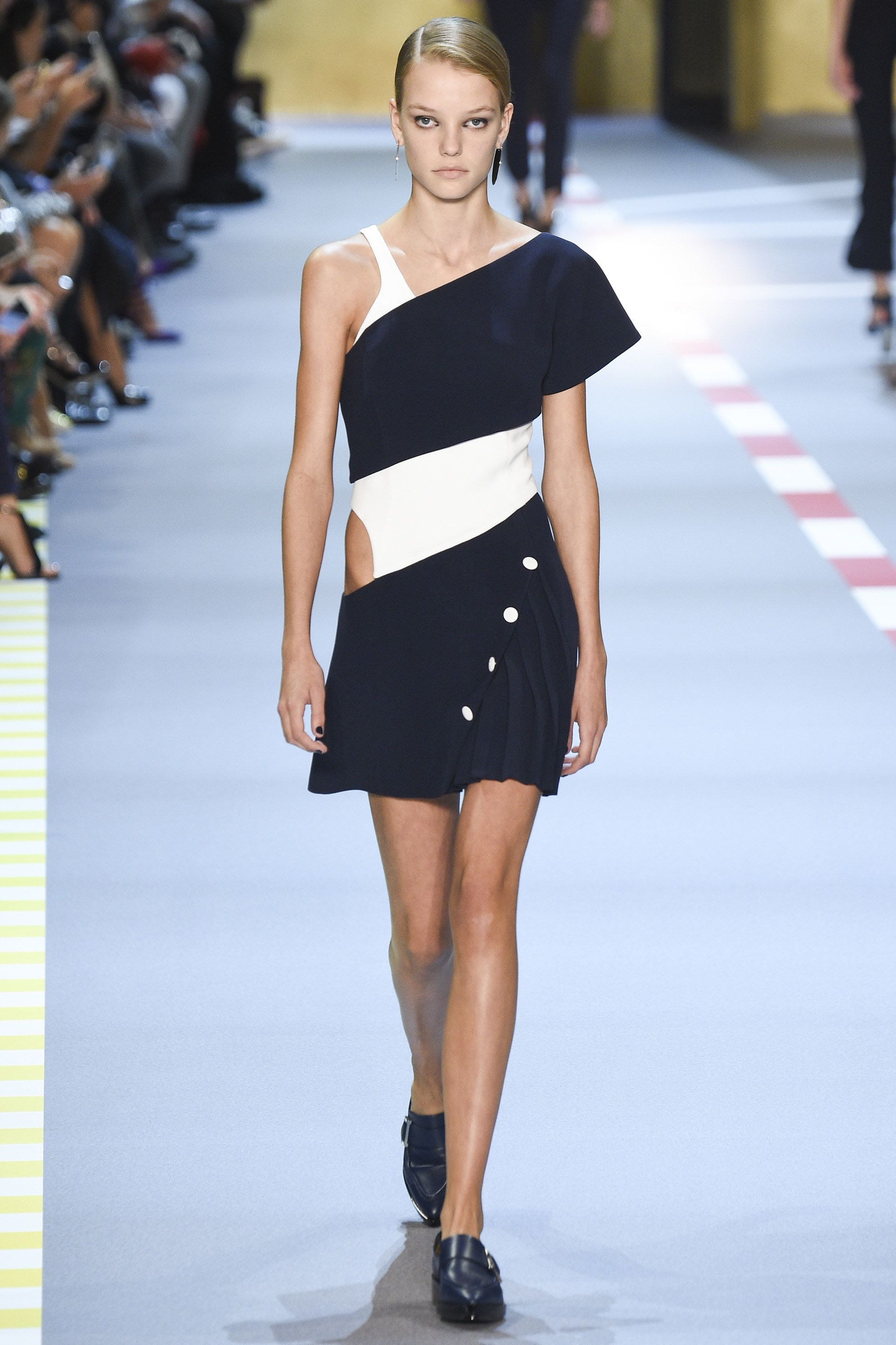 Mugler Spring 2016 Ready-to-Wear Fashion Show - Mica Arganaraz