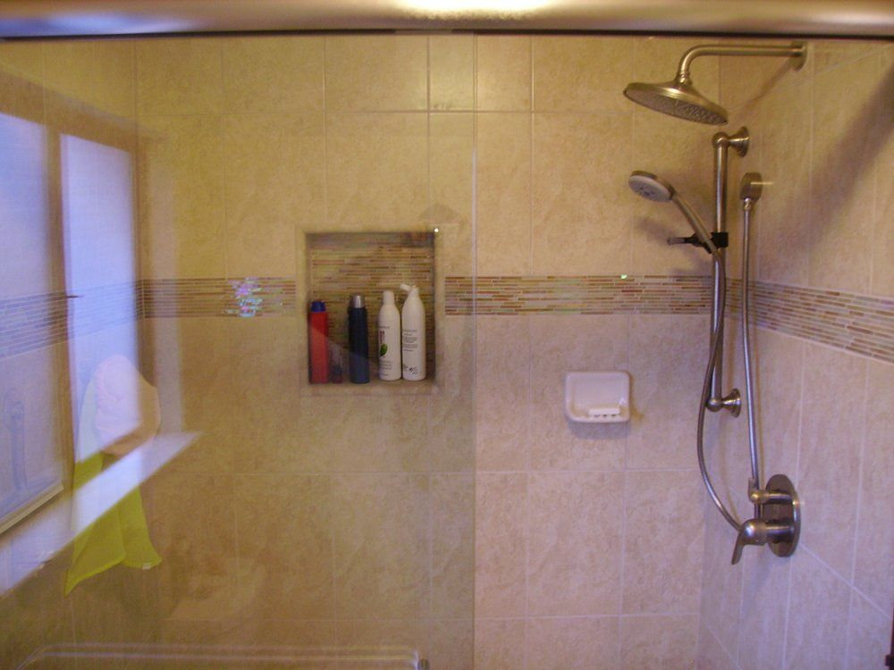 New Bathroom Tile 8 X 12 With Gl Feature Strip And