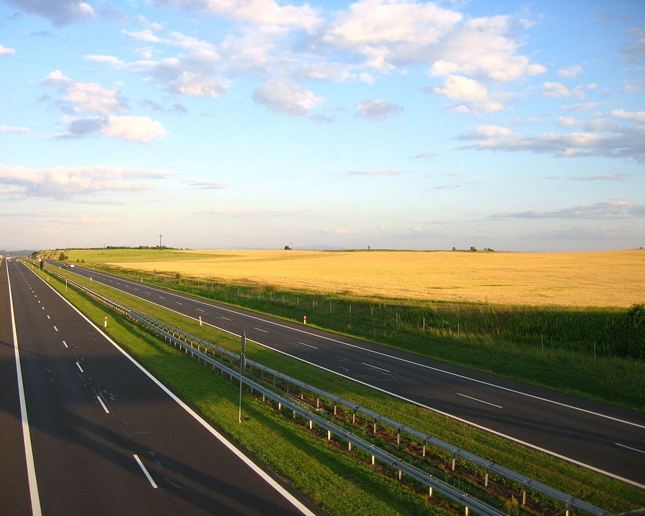 Op slechts enkele autominuten vindt u de uitvalswegen A50 en A1. Zo bent u snel op uw bestemming buiten Apeldoorn, zonder dat u zich eerst door het centrum hoeft te worstelen.