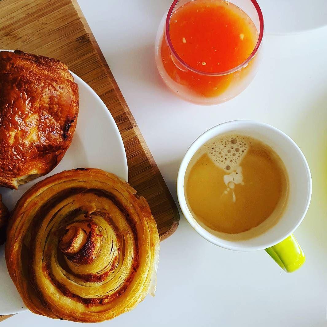 Vrijdag.... bijna weekend  Geniet ervan  #koffietje #friyay #friday #vrijdag #bijnaweekend #coffeeshots #baristalife #coffeelover #mykaffee #myespressocoffee #insta_coffee #coffeegram #teamcaffeine