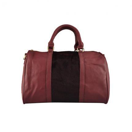 Schicke Handtasche im Lederstil. Ein Abschnitt der Frontseite ist mit Fell-Optik versehen