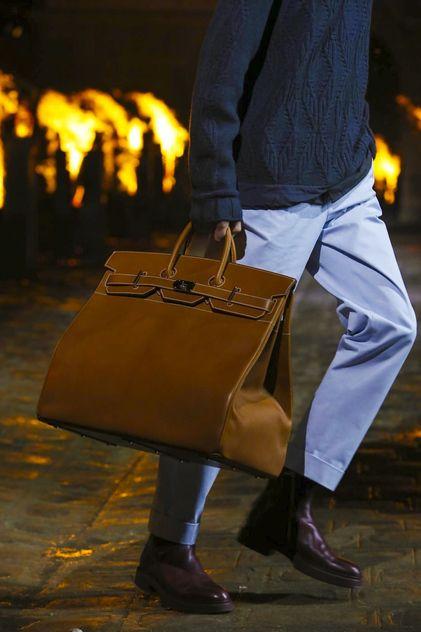 2deba5c2cbca Hermes Menswear Fall Winter 2018 Paris   Stylish men   Pinterest   Sac  cuir, Hermes and Sac