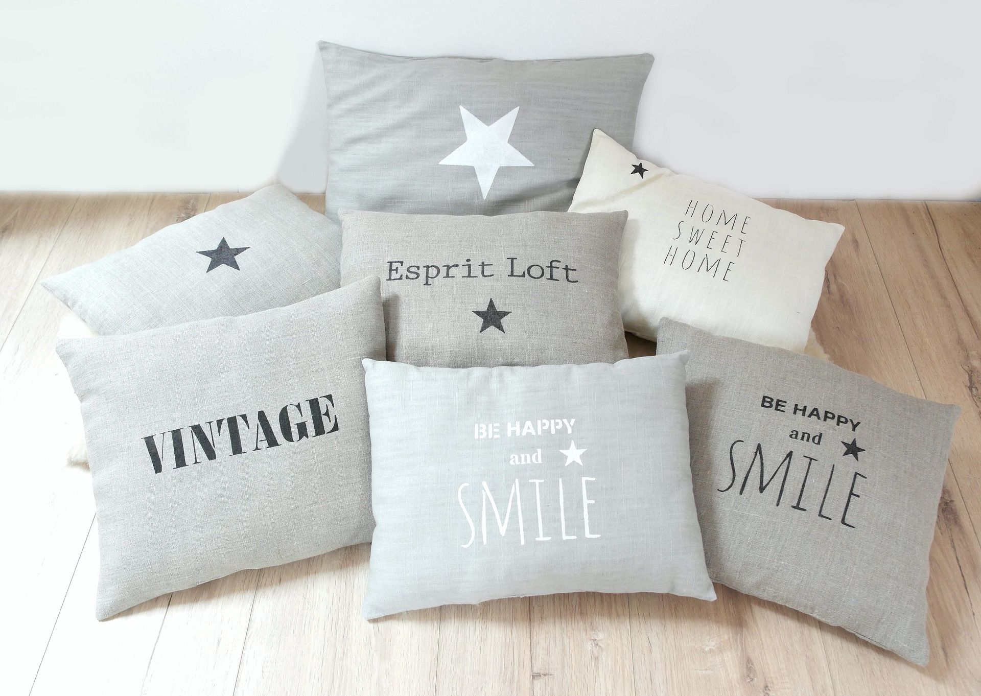 coussin typographie vintage en lin naturel avec inscription noire textiles et tapis par 3. Black Bedroom Furniture Sets. Home Design Ideas