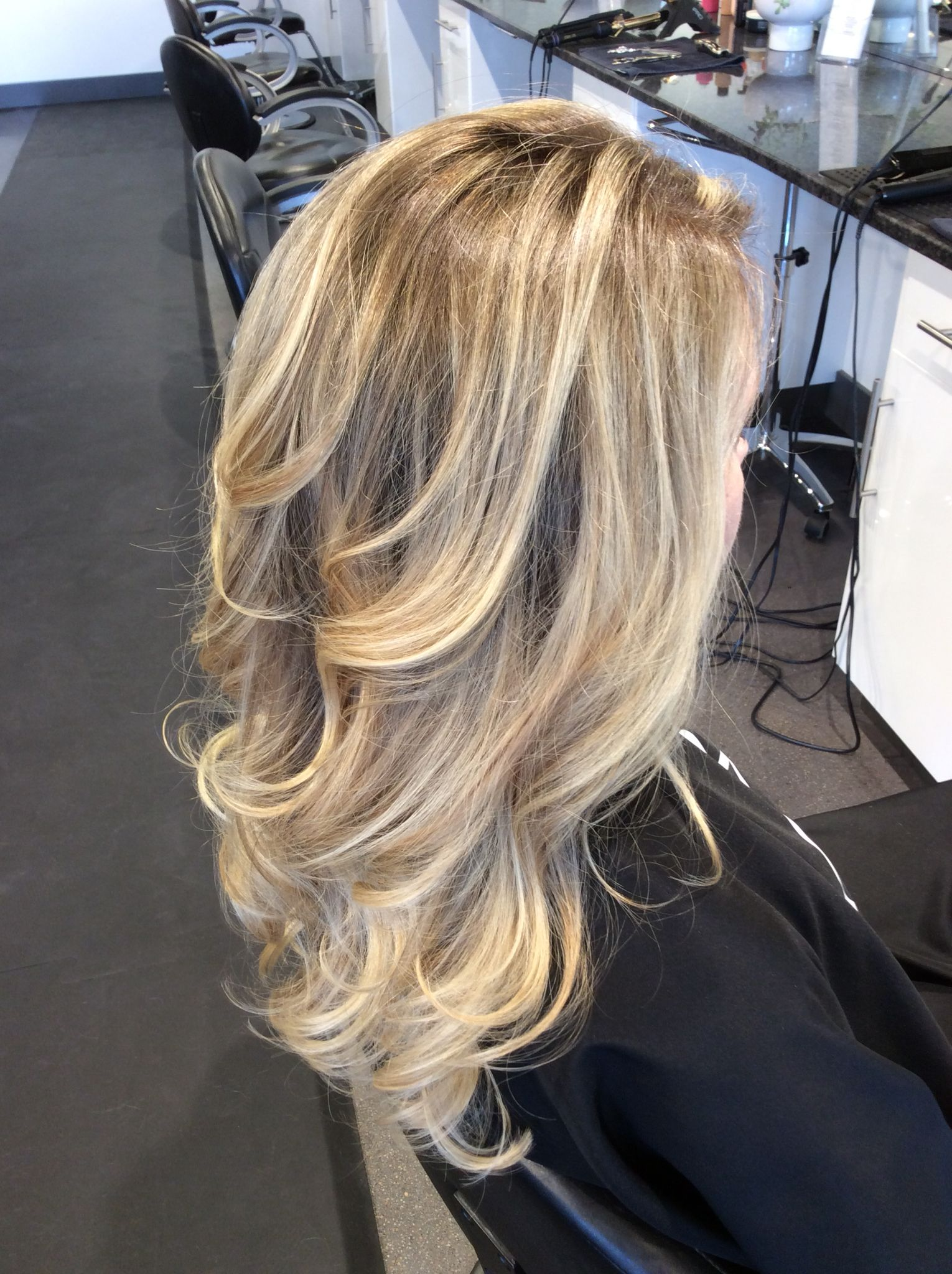 Dimensional blonde ombré balayage. Ashy blonde hair ...