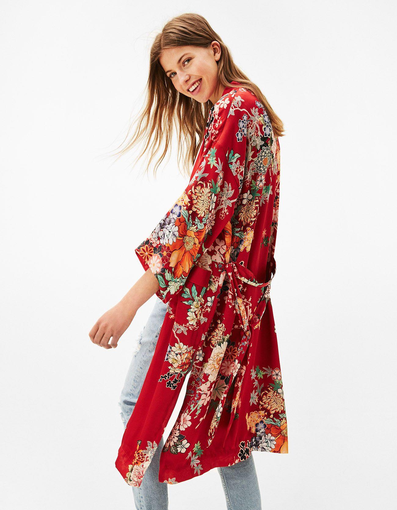 f0e2f6f6b Kimono largo estampado oriental. Descubre ésta y muchas otras prendas en  Bershka con nuevos productos
