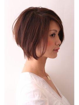 若く見えるボブヘア 40代からの前下がりショート 髪型 ヘアカタログ