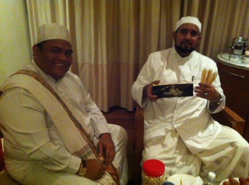 Dr Azizan Osman Habib Syech Bersama Madu Meletup Stick Osman