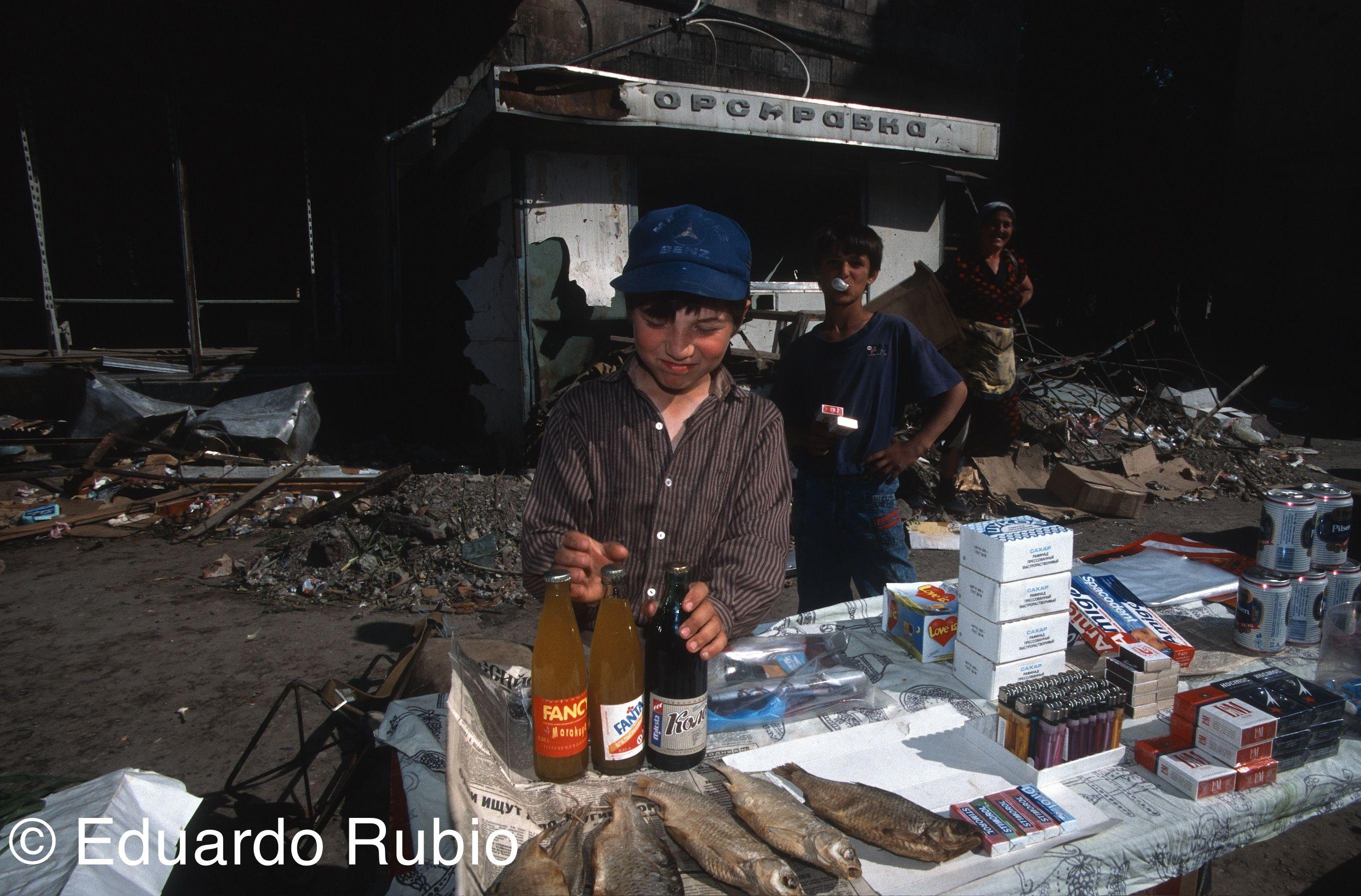 RUSIA Chechenia niño mercado-imp