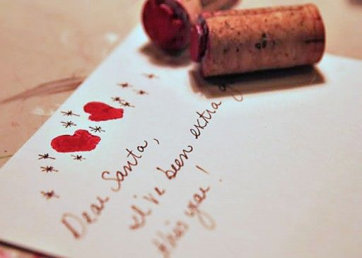 I came across this lovely DIY: wine cork stamps. Great to personalize your letters or Christmas cards.