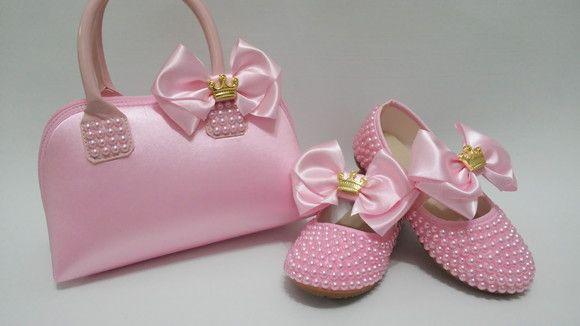 ad4e31c44e Compre Sapato e bolsa com pérolas e laço rosa no Elo7 por R  129