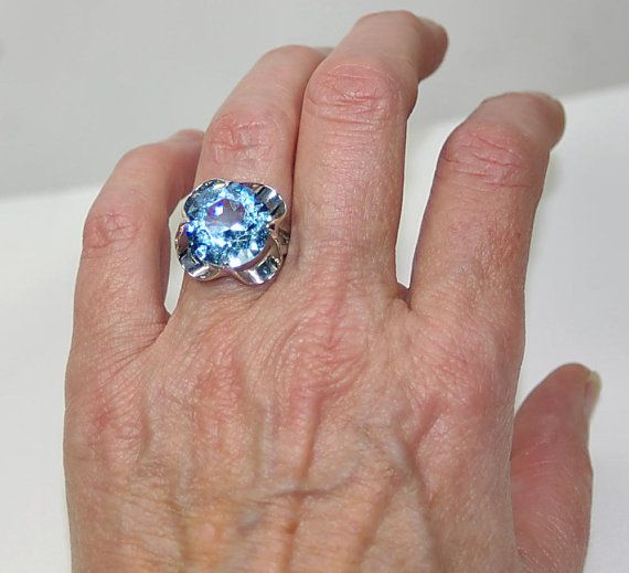 70s Sky Blue Topaz Cocktail Ring 18kt Hgf Espo By Kickassstyle If Anyone Sees One Of These Rings Around In Blue Topaz Cocktail Ring Sky Blue Topaz Blue Topaz