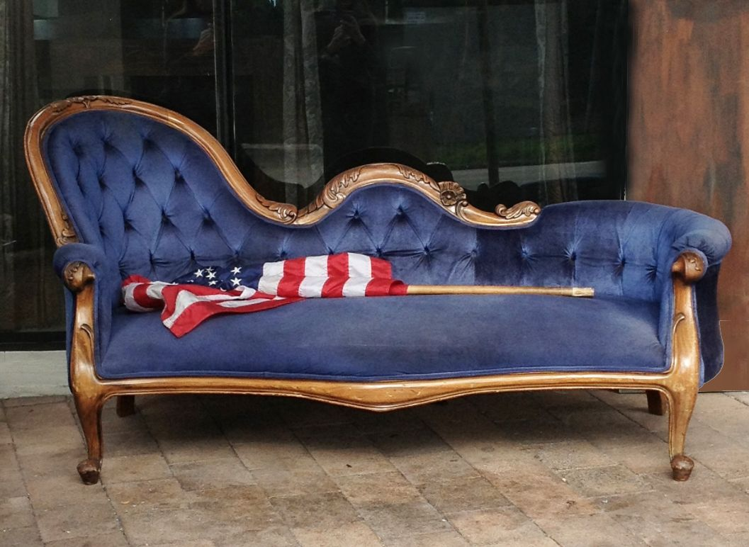 blue velvet victorian sofa homes and gardens. Black Bedroom Furniture Sets. Home Design Ideas
