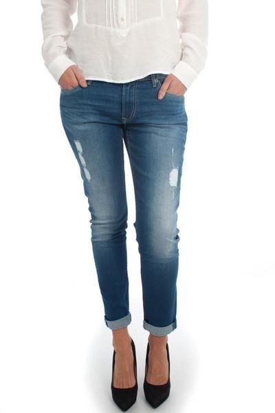 df4aedd6e57 Color azul medio. Confort fit. Tiro medio. La modelo lleva una talla 27 30.   moda  ropa  fashion  style  tendencias  mujer  tommyhilfiger  pantalón   vaquero