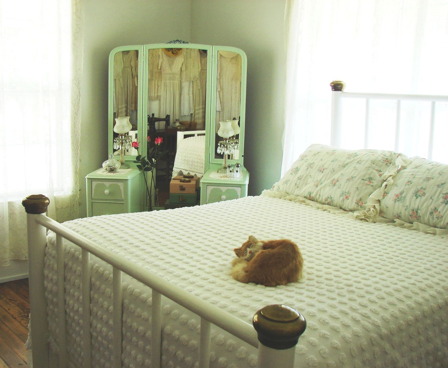 The Country Bedroom 1930s Style Fashion Decor Bedroom Chic Bedroom Decor Guest Bedroom Design