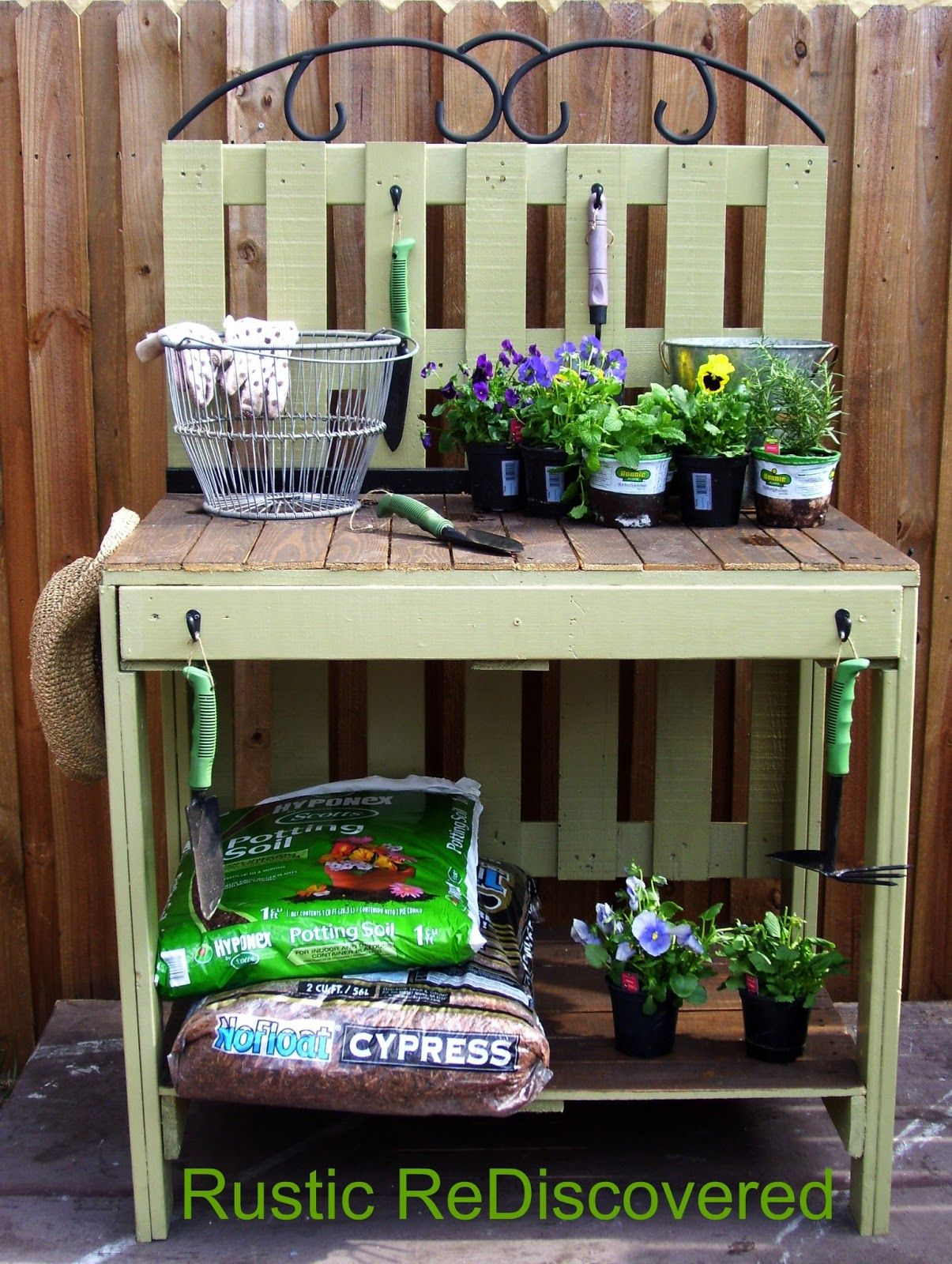 DIY Pallet Potting Table DIY Pallet Potting