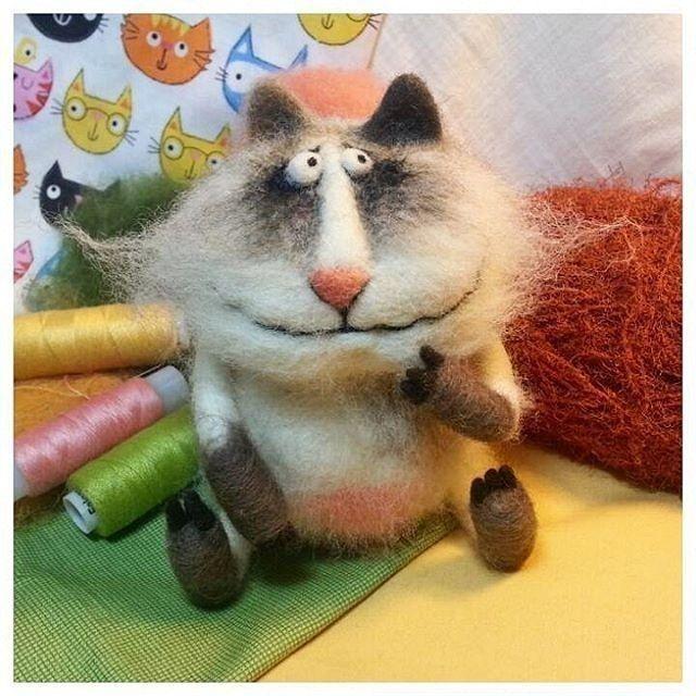 Кот Марсель от @feltmaster.ru  ... я был влюблён и врач назначил от острых приступов весны мне черно белые таблетки и сны...  #фильцевание #валентинакраснова #валяние #feltmaster #hendmade #авторскаяигрушка #ручнаяработа #творчество #хобби #игрушка #felt #felting #toy #войлочныеигрушки  #handmadetoys #magcrafts #кошки #коты #весна