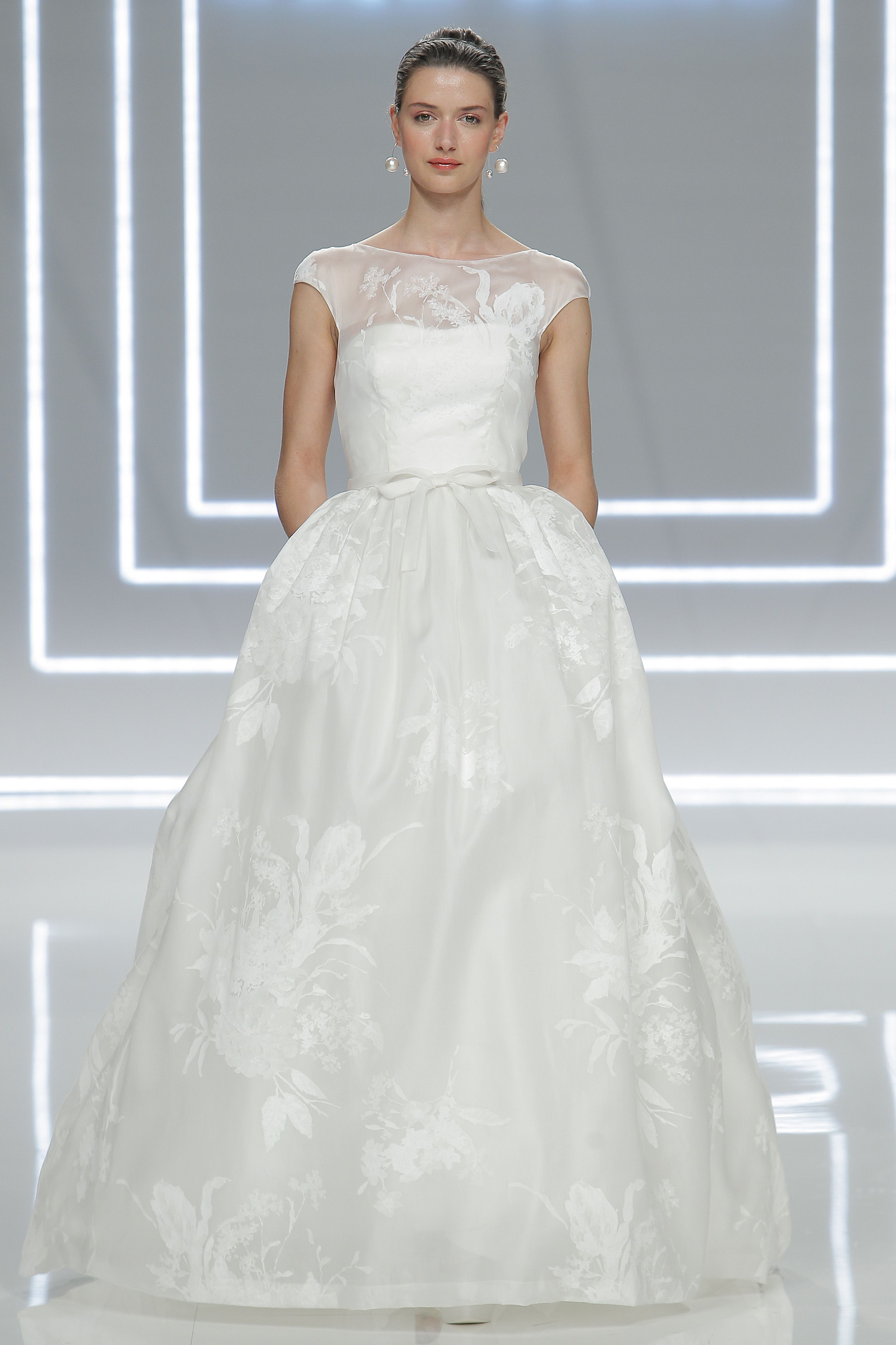The prettiest wedding dresses from barcelona bridal fashion week the prettiest wedding dresses from barcelona bridal fashion week ombrellifo Choice Image