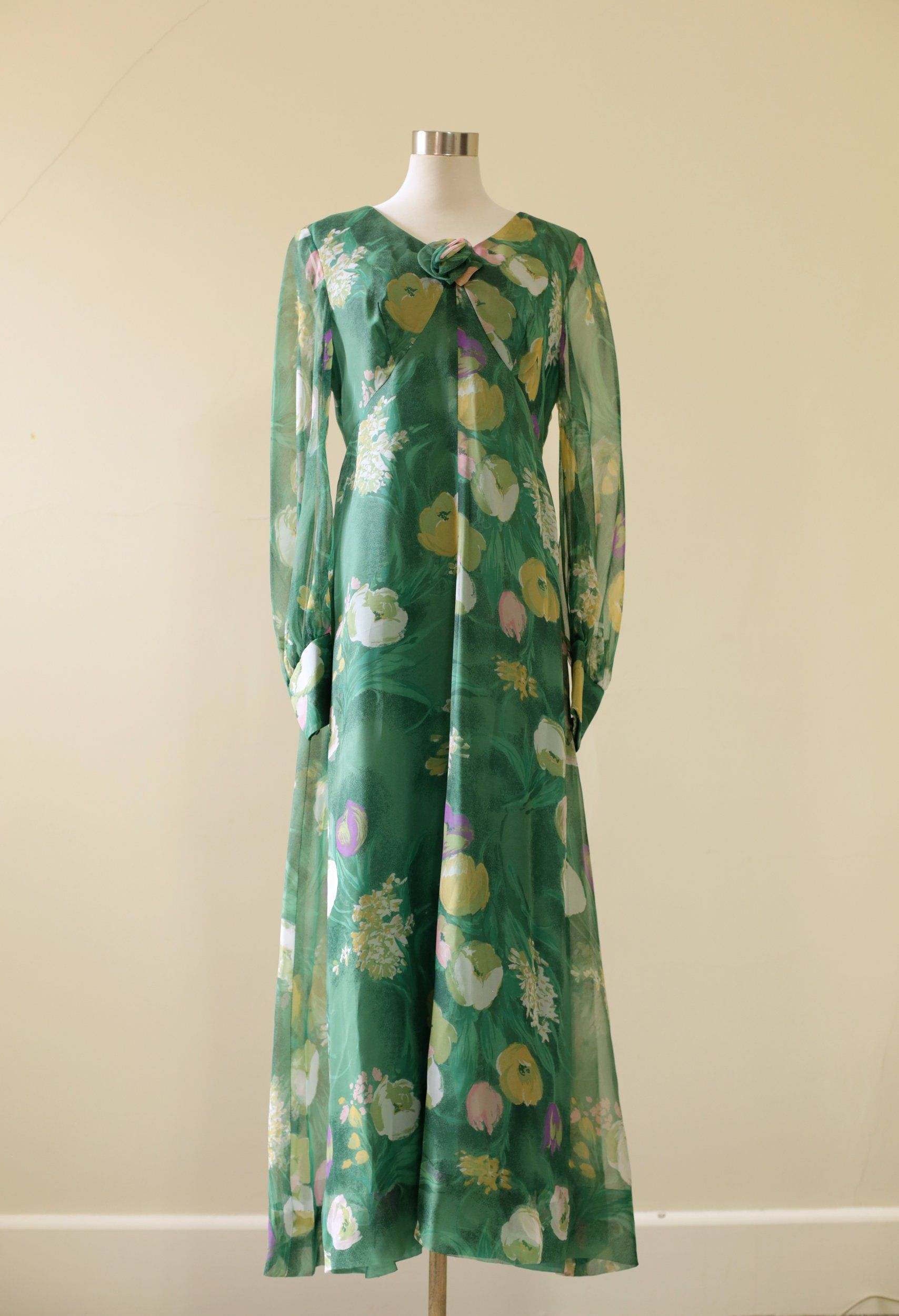 Vintage Green Floral 70s Maxi Dress With Rose Detail Front And Etsy 70s Maxi Dress Dresses Maxi Dress [ 2500 x 1708 Pixel ]