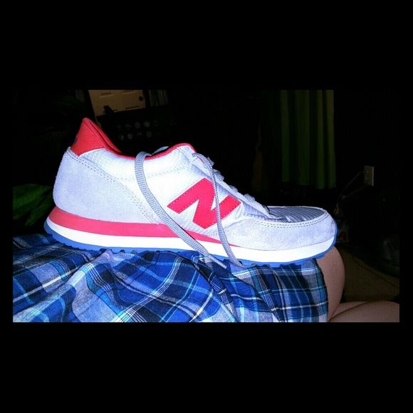 New Balance Shoes Athletic great condition Red,Blue,Grey,White trend shoe New Balance Shoes