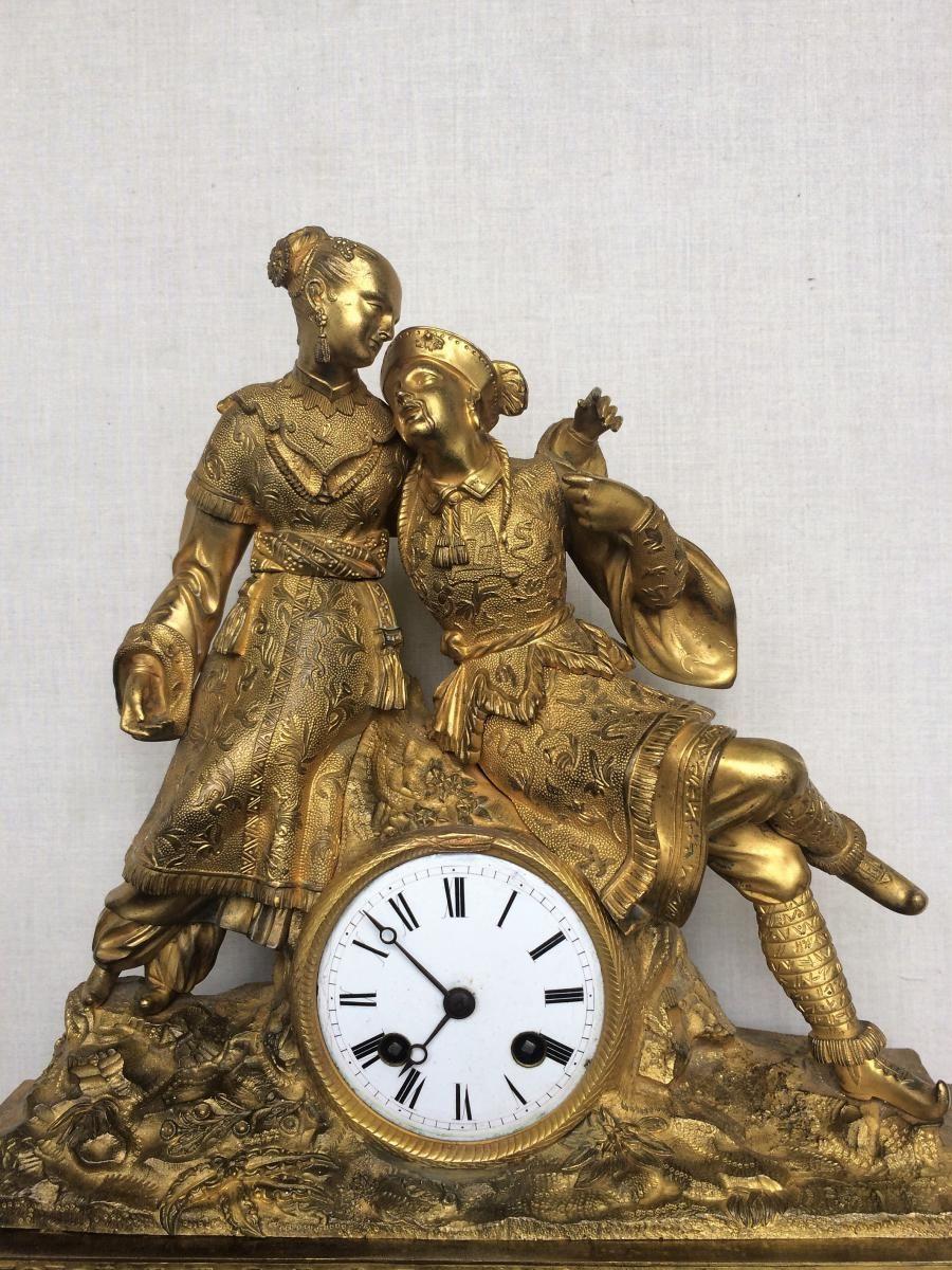 pendule en bronze dor d cor aux chinois xix me si cle pendules anciennes horlogerie. Black Bedroom Furniture Sets. Home Design Ideas