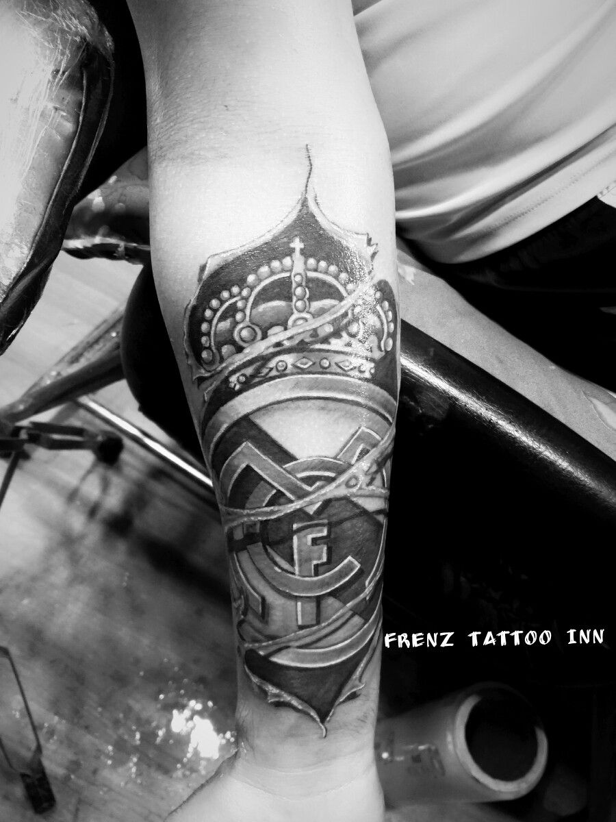 Татуировка реал мадрид на икре