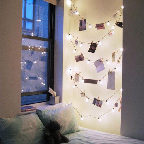 Decorando o quarto com luzes de Natal.